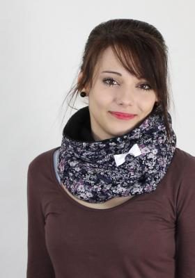 products/small/wende_kapuzenschal_juliane_gebluemt_fleece_schwarz.jpg